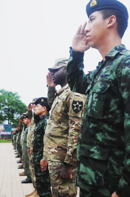 ทหารไทยตะเบ๊ะ